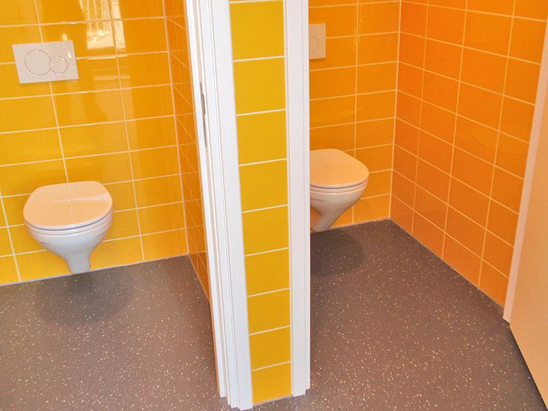 Toilet ruimten van nieuwbouw en verbouw van sportfaciliteit Clubgebouw in Bergen