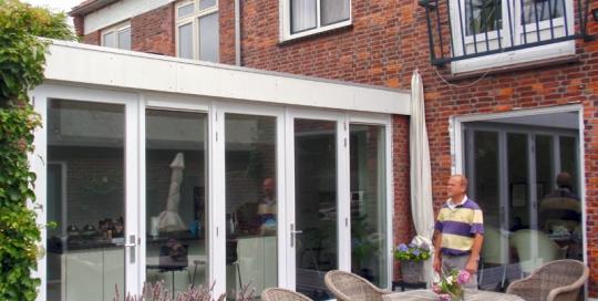 Verbouw van een aanbouw tot woonkeuken bij een woning in de Bremstraat te Den Helder