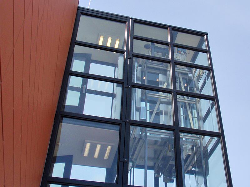 Vrijstaande lift van renovatie en verbouw gebouw Flevo