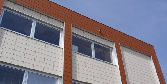 Gevel van renovatie en verbouw gebouw Flevo