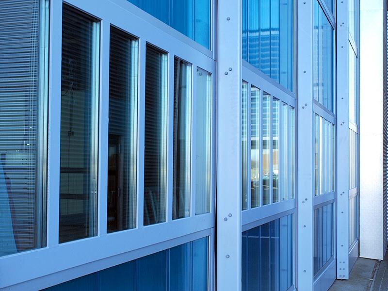 Hangaar deuren verbouw en ophogen van het dak van de Hangaar op MVK de Kooy
