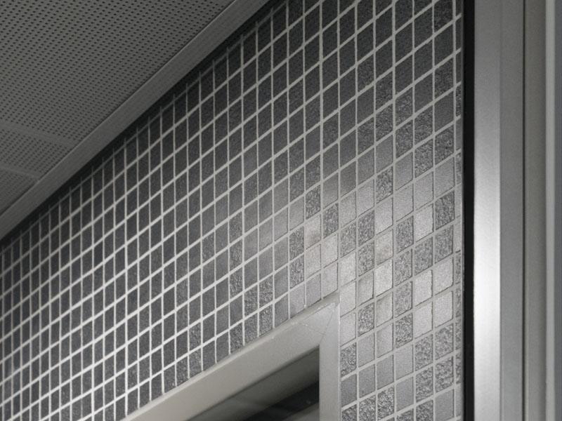 Detail tegelwerk voor verbouw en renovatie van gebouw Vuurvogel