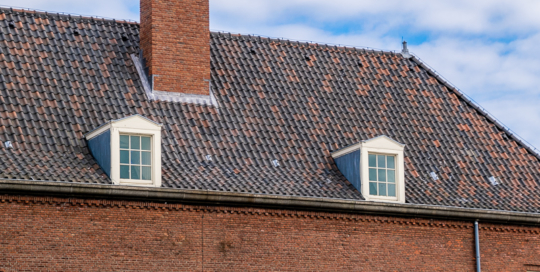 Herstel van metselwerk monumentale schoorsteen op gebouw Het Klooster te Den Helder