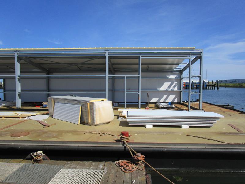 Bouw van werkplaats en opslagloods op ponton voor Damen op Texel