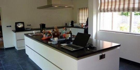 Verbouw van de keuken en aanbouw in een woning aan de Hagedoornstraat in Den Helder