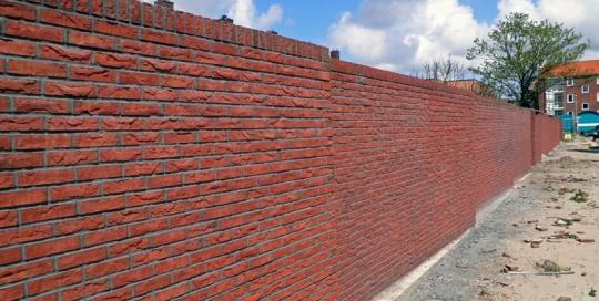 De bouw van een gemetselde tuinmuur voor Gemeente Den Helder