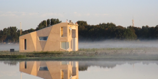 MVK De Kooy Den Helder gebouw Dummydeck bij zonsopkomst